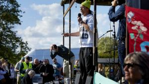 Kokken Nikolaj Kirk er en af dem, der er gået forrest i kampen for at undgå et planlagt byggeri på Amager Fælled. I søndags blev der holdt en festival, som demonstrerede mod byggeplanerne på Amager Fælled.