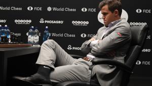 VM i skak: Magnus Carlsen var i tovene men reddede sig til sidst