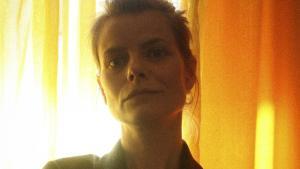Under Byens Henriette Sennenvaldt har som solist sans for, hvor sproget og musikken knirker