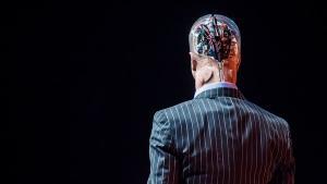 Kunstig intelligens skal ikke kunne bruges til at dræbe og skal have indbygget en on/off-knap. Alt anden regulering vil se lande som Kina overhale os alle i udviklingen, mener Oren Etzioni, direktør ved Allen Institute for Artificial Intelligence.