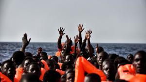 En fotograf var med under en redningsaktion i Middelhavet ud for Libyens kyst. Advarsel: Her er fotos af døde mennesker