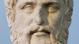 70.000 kr. blev flere af verdens fremmeste eksperter udi metafysik tilbudt for at skrive et såkaldt review af et nyt filosofisk værk. Ingen af dem kendte dog den rige forfatter, som de dog betegnede som yderst begavet, ligesom værkets ophav og udbredelse var et stort mysterium, indtil en journalist satte sig for at finde frem til den mystiske metafysiker
