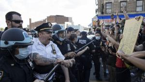 Over de seneste døgn har amerikanere dokumenteret et omfattende og helt uhørt billede af politibrutalitet i USA – scener som fulgt i kølvandet på demonstrationerne over drabet på George Floyd
