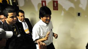 Bolivias præsident, Evo Morales, fortæller, hvad der skete den dag, hans fly blev tvunget til at lande i Wien og gennemsøgt af spanske myndigheder i jagten på Edward Snowden (på norsk)