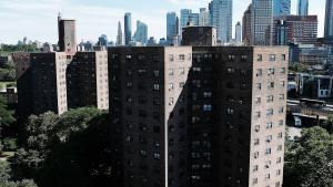 Gentrifikation har gjort New York City til en by hvor pæne velhavende mennesker passer deres sager, ofte ude af byen, og hvor der ikke rigtig sker noget. New York er blevet kedelig, skriver Kevin Baker i denne opsang