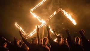 Sociale medier promoverer og normaliserer den ekstreme, voldelige højrefløjs ideologi og tankesæt så effektivt, at sprogbrugen er gledet ind i mainstreampolitik, viser kortlægning. Herhjemme kritiseres brugen af begreber som »den store udskiftning« og »hjemsendelse«