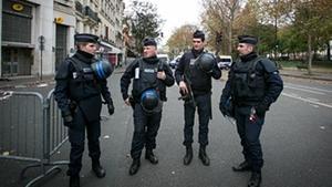 Trods flere beføjelser, er den franske efterretningstjeneste tilsyneladende ude af stand til at gardere sig effektivt mod terrorangreb, fordi angrebene nu rettes mod andre typer mål end før.