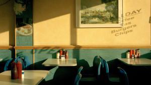 Fra butikker med tandproteser til vaskerier fra gamle dage. Fotografen Niall McDiarmid har portrætteret nogle af de oversete dele af det sydlige London. Hans fotografier tegner er et billede på en tid, før entreprenørenes og bygherrernes fremmarch.