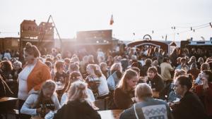 Den svenske musik- og kulturfestival Statement er blevet dømt for diskrimination. På festivallens hjemmeside og i udtalelser fra talspersoner for festivalen fremgik, at cis-mænd – mænd, der identificerer sig med deres biologiske køn – ikke skulle føle sig velkomne til festivalen