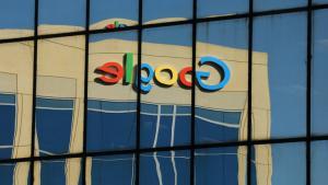Google har finansieret flere hundrede forskningsartikler, der skal bruges til at skærme dem mod regulering. For nylig er en forsker fyret fra den Google-støttede New America Foundation for at publicere en artikel, der roser EU's bøde til teknologigiganten.