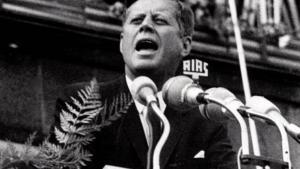 I en ny bog kommer hidtil usete personlige notater fra JFK frem. I mange af dem udviser han stor begejstring for både Hitler og Nazityskland