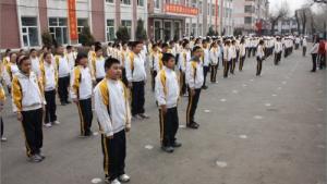 Den kinesiske skole, som den danske 9. klasse konkurrerede mod i DR's serie '9.Z mod Kina', er ikke en hvilken som helst skole. Det er faktisk en eliteskole og en af Kinas bedste, skriver kinablog.dk