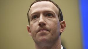 På lækkede lydoptagelser fra et ledelsesmøde i Facebook, advarer Mark Zuckerberg mod den demokratiske kandidat Elizabeth Warren, skulle hun blive USA's næste præsident. Årsagen er Warrens politik om øget regulering og opsplitning af tech-giganterne, herunder Facebook