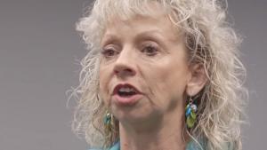 Debbie Dooley er hard-line republikaner om en hals. Hun mener også at miljøbeskyttelse er vejen frem og giver her nogle tips til, hvordan man bedst får budskabet ud til andre republikanere