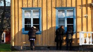 Udbetaling Danmark opfordrer på hjemmesiden borger.dk til at indsende fotografier af naboen eller andre. Fotografier, man mener kan dokumentere, at de snyder det offentlige