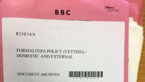 BBC har i årevis nægtet, at journalister blev undersøgt for subversive politiske holdninger. Men det blev de. Paul Reynolds, tidligere korrespondent hos BBC, opruller historien