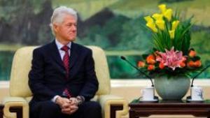 Under et besøg i Kina sagde den tidligere præsident at han mener at det er helt legitimt, at USA søger i store mængder data