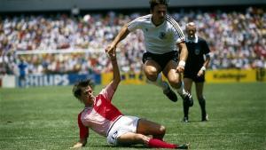 """Under overskriften """"Why the 80s Denmark football side is the world's great cult team"""" hylder den britske avis The Telegraph de danske 80'er spillere og alt hvad der gjorde dem så særlige fra deres Hummeldragter, den charmerende naivitet, Elkjærs hat-trick og Laudrups overvældende bold-geni."""