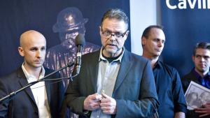 Uddannelses- og Forskningsministeriet syltede anmodning om aktindsigt fra journalist Ulrik Dahlin, så ministeriet selv kunne komme først med deres pressemeddelelse. Nu kritiserer Folketingets Ombudsmand ministeriet. »De har hele tiden vidst, at jeg havde ret til aktindsigten,« siger Ulrik Dahlin. Ministeriet beklager forløbet