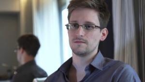 Mens Edward Snowden i 2013 var strandet i lufthavnen i Moskva, stod et amerikansk fly i Kastrup i fem døgn - parat til at flyve Snowden til USA, hvis han satte fod på dansk jord. Det gjorde Snowden ikke, men hvis Snowden var landet i Danmark, er det usandsynligt at udlevering af ham til USA, ville have været lovligt.