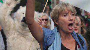 Til en af weekendens klima-demontrationer trådte skuespilleren Emma Thompson frem og gav sin klare holdning til folk, der fornægter klimaforandringerne: