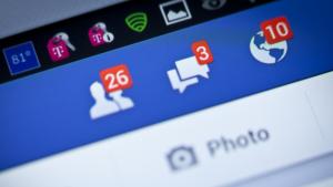 Facebook kan ikke påkalde sig missionen om at ville forbinde hele verden og være stedet, man melder sig i god behold i forbindelse med terrorangreb og naturkatastrofer, når Facebook samtidig med vilje placerer tekniske fejl, der afholder tjenestens brugere fra at bruge Facebook