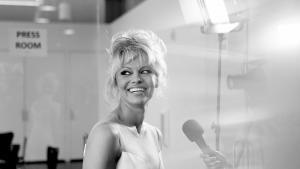 Skuespiller og tidligere model Pamela Anderson i samtale med filosof Srećko Horvat om den europæiske krise, de gule veste og behovet for grøn New Deal