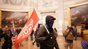 Flere republikanske medlemmer af den lovgivende forsamling har angiveligt modtaget dødstrusler fra de mest ekstreme Trump-støtter op til rigsretafstemningen. Intimideringstaktikken fra den yderste højrefløj i USA begyndte før begivenhederne den 6. januar