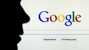 Hvad stiller man op, når en virksomhed har de facto monopol på internetsøgninger, og ingen udenfor virksomheden kan hverken gennemskue eller kontrollere, hvordan søgeresultaterne bliver skabt?