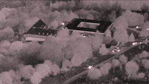 Et militært bunkeranlæg er blevet solgt af den tyske stat til nogle kriminelle, som har omdannet anlægget til en darknet-station, hvor der kan handles med stoffer, våben og børneporno