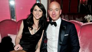 Jeff Bezos, Amazon-grundlægger og verdens rigeste mand, skal skilles fra MacKenzie, i hvad der på Twitter lader til at være en beslutning truffet i fællesskab og relativ fredsommelighed. Men hvad sker der omkring det økonomiske, når de super-rige skilles? Det har The Atlantic lavet en lille guide til