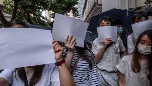 Google, Facebook og Twitter stopper samarbejdet med Hongkongs myndigheder midlertidigt og vil ikke udlevere data til politi og andre myndigheder. Det sker i lyset af de nye sikkerhedslove sat i værk af Kina