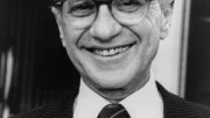 Den liberale økonom, Milton Friedman, er ophavsmand til verdens dummeste ide; at firmaer kun skal tænke på at tjene penge, skriver kommentator i Forbes