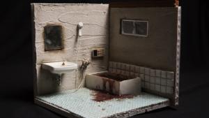26-årige Miyu Kojima arbejder for et japansk firma, som rydder og rengør afdøde enliges boliger. For mange, et makabert arbejde, men for Kojima er det inspirationskilde til de miniature-kunstværker hun fremstiller af de afdødes lejligheder