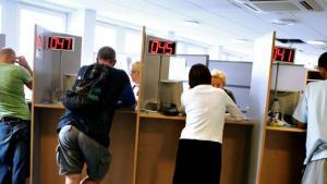 »Ud af de mere end 400.000 danskere, som sidste år var ledige i kortere eller længere tid, sagde 82 nej til et anvist job, viser nye tal fra Beskæftigelsesministeriet.« - det er 0,02%... lad os skynde os at lave lovgivningen om...