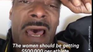 Rapperen Snoop Dogg er træt af, at mandlige fodboldspillere tjener mere end deres kvindelige kolleger: »Pay them girls what they worth.«
