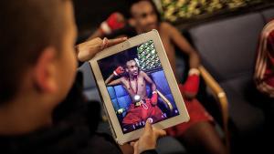 Selvom Ungdomshuset i Københavns Nordvestkvarter kæmper for mangfoldighed, har aktivisterne haft svært at få fat i byens mange unge med indvandrerbaggrund. Derfor var man begejstret, da thaibokseklubben Copenhagen Muay Thai, CMT, foreslog, at de to steder afholdt et fælles stævne