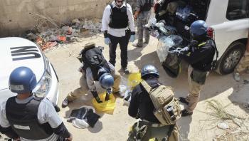 FN-inspektører indsamler materiale Ghouta, Damaskus, i 2013. Operationen var efterfølgende med til at dokumentere giftangrebet – men kom også til at stå i vejen for amerikansk gengældelse.