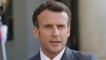 En af bogens vigtigste teser er, at det ikke kun er sådan, at der i de senere år er dukket markante teknopopulistiske partier eller politikere op – og bogen går blandt andet i dybden med den franske præsident, Emmanuel Macron.