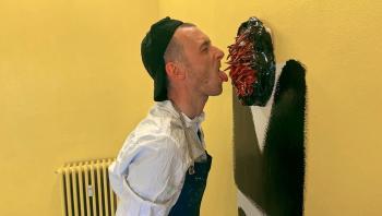 DR har med sin miniserie om den hyperaktive maler og keramiker Frederik Næblerød fået øjnene op for en ny måde at lave portrætter på. De dykker ned i et intenst speedsnakkendes menneskeliv i et par uger – og får både kunstformidling og miljøskildring med på vejen