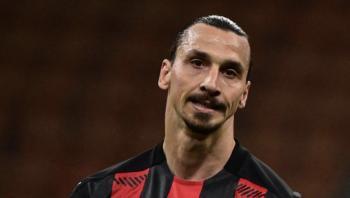 Fodboldikonet Zlatan Ibrahimović har lige fejret sin 40-års fødselsdag med en guldferrari og er nu muligvis nået halvvejs i sit liv, men helt sikkert meget længere i sit professionelle fodboldliv. Er der en midtlivskrise under opsejling?