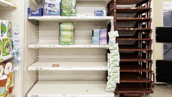Ifølge den britiske premierminister Boris Johnson er det ikke Brexits skyld, at hylderne i de britiske supermarkeder er tomme for øjeblikket.