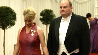 Tidligere forbrugerminister Henriette Kjærs mand, Erik Skov Pedersen, fløj i sine bedste år så højt, at der var rigelig plads til at falde. Nu er flyveturen forbi