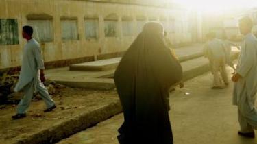 Fem år efter. Selv om de fleste småpiger nu går i skole, er størstedelen af de afghanske kvinder fortsat fuldstændig prisgivet familiens vilje