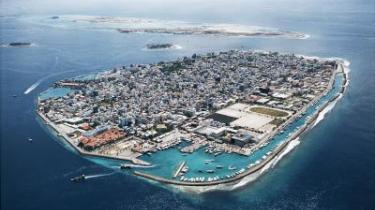 Tusindvis af cementblokke beskytter øen Mal i Maldiverne. Men det er næppe nok til at beskytte øen mod det stigende hav på længere sigt.