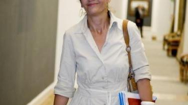 De radikales nye partiformand, Margrethe Vestager, valgte at skære igennem, da hun fravalgte finansordfører Morten Helveg Petersen som ny næstformand. Flere havde ventet, at Vestager ville indgå en magtdeling med Morten Helveg, der ses som repræsentant for den borgerligt orienterede fløj, men Vestager anbefalede i stedet den mere stålsatte Morten Østergaard som næstformand.