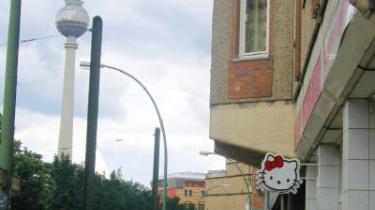 Uanset hvor man befinder sig henne i verden, er Hello Kitty svær at komme udenom. Også i Berlins ellers fashionalble Tosenthaler Straße.