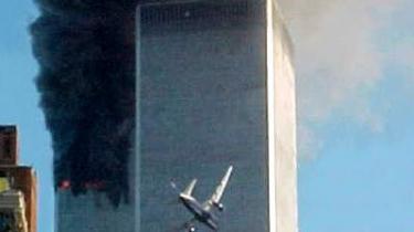Det var ikke flyene, der fik World Trade Center til at styrte i grus  den 11. september 2001, mener mange amerikanere. En undersøgelse  på femårsdagen for angrebet på World Trade Center viste, at ikke  mindre end 16 pct.af amerikanerne mener, at sprængstoffer placeret af regeringsagenter forårsagede sammenstyrtningen af de to World Trade Center-tårne.