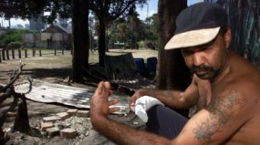Druk, arbejdsløshed og pædofili er nogle af de problemer, den oprindelige australske befolkning døjer med.