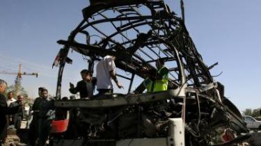 Volden tager til i Afghanistan. Den 17. juni blev en politibus sprængt i luften i Kabul - 35 blev dræbt i det hidtil mest alvorlige attentat i Kabul.